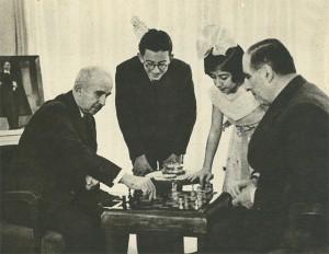 İnönü ve Dışişleri Bakanı Saraçoğlu satranç oynuyor