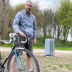 Kopenhag´da bisikletle seyahat eden bir gezgin