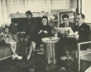 Dışişleri Şükrü Saraçoğlu ailesi ile birlikte